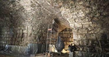 """Arqueólogos descobrem """"anfiteatro perdido"""" embaixo do Muro das Lamentações"""