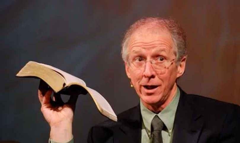 """""""É impossível ser um cristão fiel e não ser escoriado pelo mundo"""", diz John Piper"""