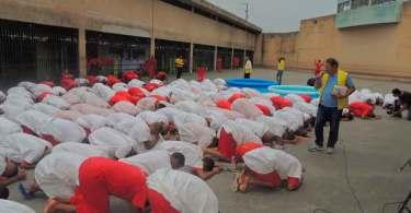 """Mais de 600 detentos são batizados em um mês e relatam """"avivamento na prisão"""""""