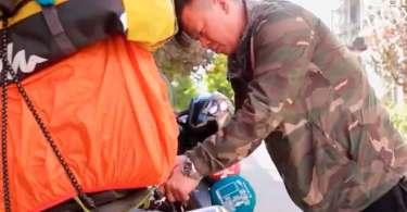 """Homem viaja de moto pela China para pregar o Evangelho: """"As pessoas precisam ouvir"""""""