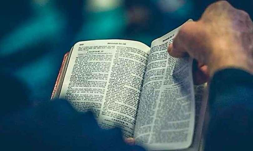 "Muçulmano radical desiste da jihad após ler a Bíblia: ""Jesus pediu para amar meus inimigos"""
