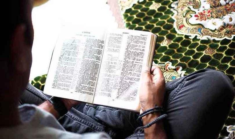 Líder de uma das maiores mesquitas de Uganda assume fé em Cristo publicamente