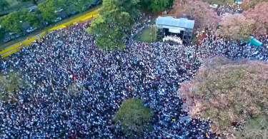 Com apoio de igrejas evangélicas, mais de 50 mil marcham contra o aborto na Argentina