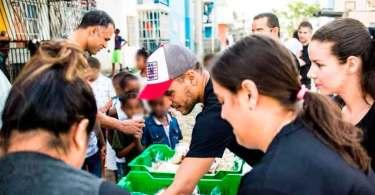 """""""Não levamos só a Palavra"""", diz pastor que alimentou mais de 300 crianças"""