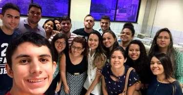 Estudantes cristãos testemunham curas durante evangelismo em universidade; assista
