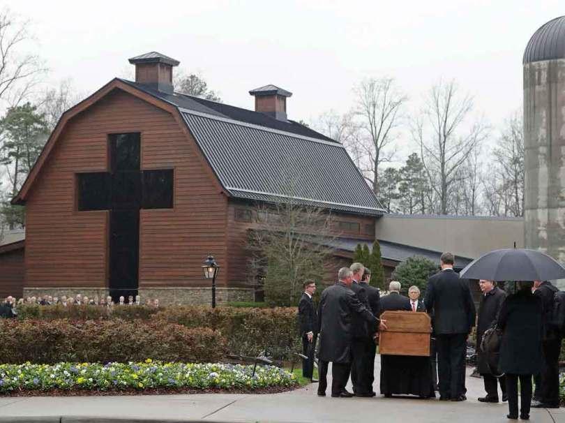 O caixão de Billy Graham foi construído por penitenciários. (Foto: AP Photo/Chuck Burton)