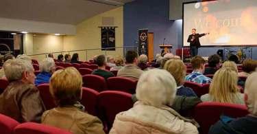 Igreja enfrenta ameaças após exibir filme cristão sobre homossexualidade