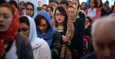 """Cristã se recupera um ano após bombardeio em igreja no Egito: """"Jesus me traz consolo"""""""