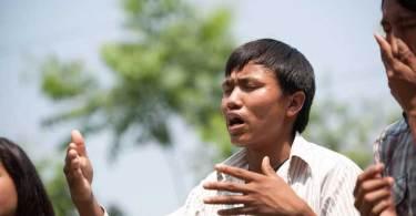 Missionários atravessam o Nepal para evangelizar aldeias que nunca ouviram sobre Jesus
