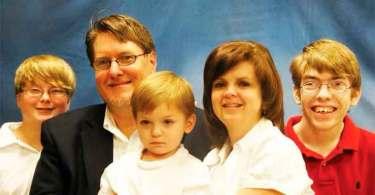 Pastor perdoa ex-membro da igreja que matou seu filho e esposa