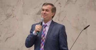 """Luiz Hermínio: """"A igreja não deve se servir da política, mas ser fundamento espiritual"""""""