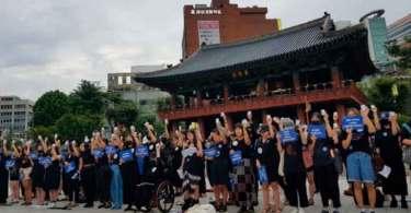 Mais de 100 mulheres grávidas tomam pílulas de aborto em protesto, na Coreia do Sul