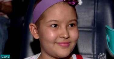 """Menina de 12 anos diz que consegue enfrentar o câncer por sua """"fé em Jesus"""""""