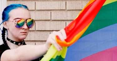 Mais da metade das adolescentes transgêneros já tentou suicídio, diz estudo
