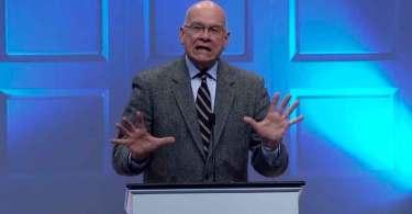 """""""Muitos pregadores amam condenar pessoas, o oposto à atitude de Deus"""", alerta Tim Keller"""