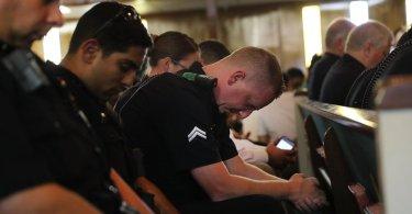 Em nova ação de ateus, policiais são impedidos de fazer vigília de oração