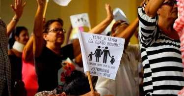 Em raro movimento em Cuba, igrejas protestam contra aprovação do casamento gay