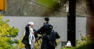 """Atirador deixou 11 mortos em sinagoga nos EUA, dizendo que iria """"matar judeus"""""""