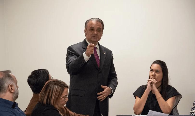 """""""Muitos passos de Bolsonaro estão virando chaves espirituais"""", diz Roberto de Lucena"""