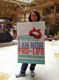 Ex-gerente de clínica de aborto diz que a igreja evangélica mudou sua vida