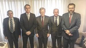 """Assessor de Trump visita Bolsonaro e o convida para reunião nos EUA: """"Esperamos parceria"""""""