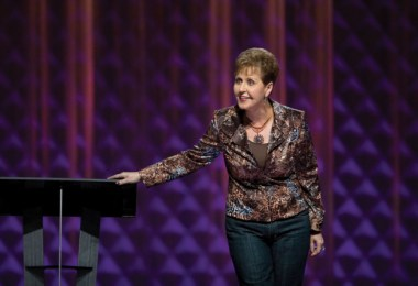 """Joyce Meyer: """"Uma coisa é dizer que tem fé, outra é aplicá-la no dia a dia"""""""