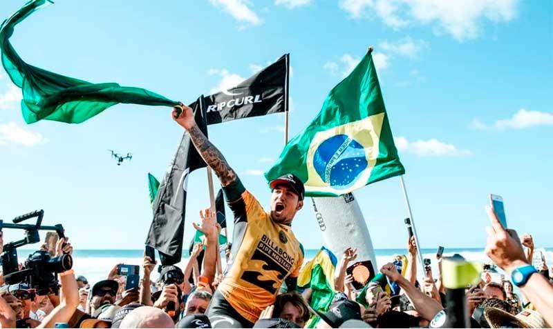 """Gabriel Medina glorifica a Deus após ser bicampeão de surfe: """"Honra e glória a Ti"""""""
