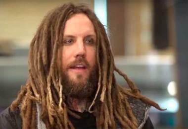Deus permite as provações para fazer sua fé crescer, diz guitarrista do Korn