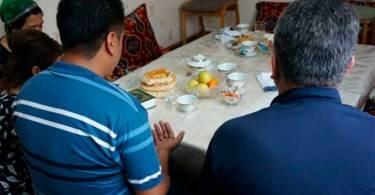 """Polícia invade casa e prende cristãos por """"posse de literatura religiosa"""""""