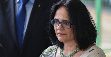 """Bolsonaro defende Damares sobre 'Jesus no pé de goiaba': """"É vergonhoso debocharem"""""""