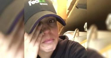 Funcionária da FedEx ora por cliente e viraliza nas redes sociais