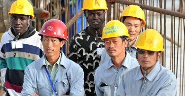Trabalhadores chineses são evangelizados ao viajarem para países da África