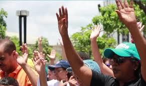 """Igreja precisa tomar as ruas, interceder, ajoelhar-se"", diz pastor venezuelano"
