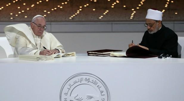 """Papa Francisco e imã islâmico assinam """"documento símbolo de fraternidade inter-religiosa"""""""