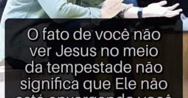 O fato de você não ver Jesus no meio da tempestade...