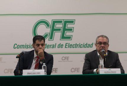 CFE sufre baja en su calificación crediticia