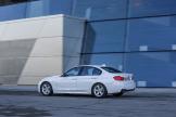 2017-BMW-330e-4