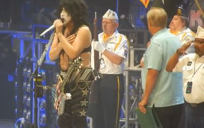 Video of Kiss Stoping Show to Say Pledge of Allegiance