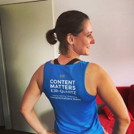 Emily Baldwin proudly sporting her EJR-Quartz shirt for the Leiden Marathon 2017.