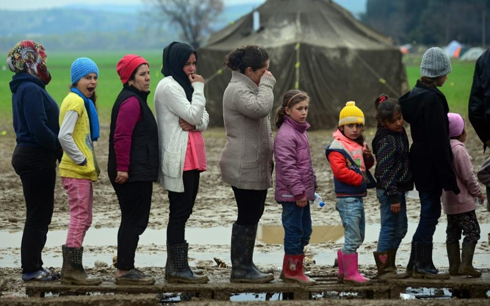 refugees greece ile ilgili görsel sonucu