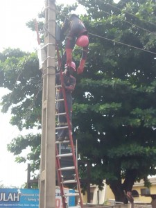 Tragedy As Ikeja Electric Staff Get Electrocuted In Lagos