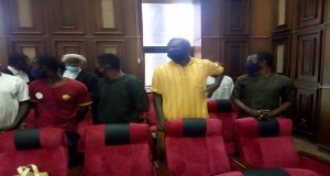 VIDEO: Drama As DSS Operatives Attack Journalist At Sunday Igboho's Aides Trial