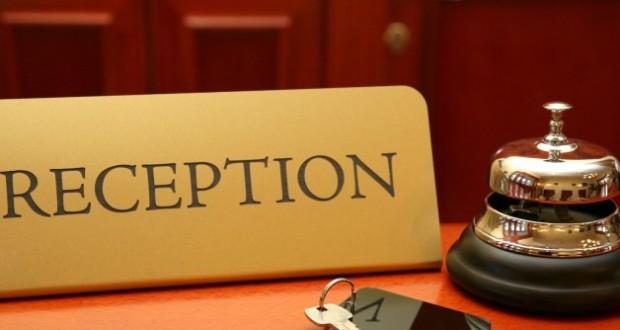 Όπως ειπώθηκε στο Ράδιο Κρήτη, δεν τηρούνται οι συμβάσεις και τα ωράρια εργασίας από πολλούς ξενοδόχους