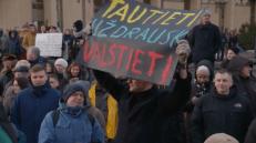 Konservatorių bendruomenės protesto akimirka prie Seimo.