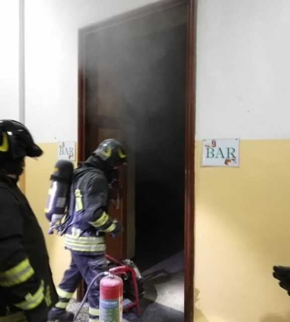 FOTO E VIDEO   PRINCIPIO D'INCENDIO AL LICEO CLASSICO: STUDENTI EVACUATI