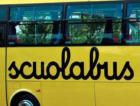 False dichiarazioni revisione Scuolabus, denunciati un funzionario comunale, il titolare dell'officina e due autisti
