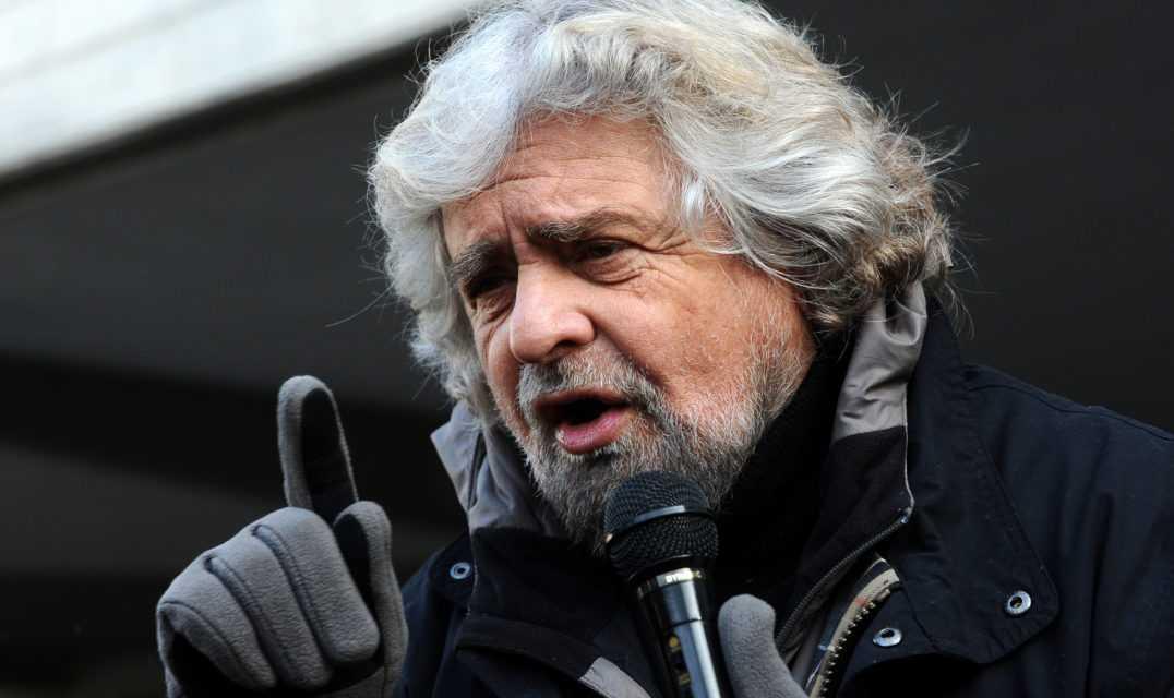 """BEPPE GRILLO IRONIZZA SU VOTO IN  ABRUZZO: """"PRENDO MALOX CON VASELINA. GLI ABRUZZESI? CI RIDIANO INDIETRO 700.000 EURO"""""""