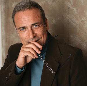 Il noto attore Enzo Decaro professore all'Università di Teramo: al via il corso di scrittura