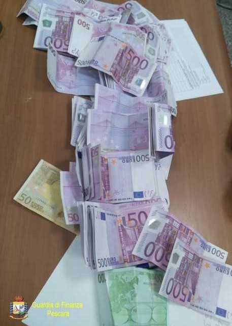 Pescara, donna belga bloccata con 63mila euro in aeroporto