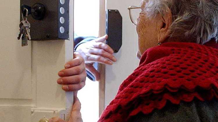 """Sicurezza anziani, come evitare le truffe: presentato a Silvi il manuale """"Non ci casco"""""""